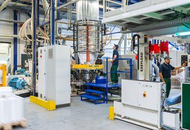 Vielseitig einsetzbar: Die Stretchfolien von Duo Plast kommen sowohl im industriellen Bereich wie auch bei der Verpackung von Lebensmitteln zum Einsatz.