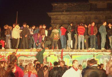 Das gilt ab sofort: Am 9. November 1989 fiel die Mauer, ein Jahr später kam die Wiedervereinigung.