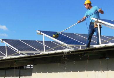 In Deutschland werden Dächer schon vielfach für die Erzeugung von Solarstrom genutzt. Auch Indien will diese Flächen nun stärker nutzen.
