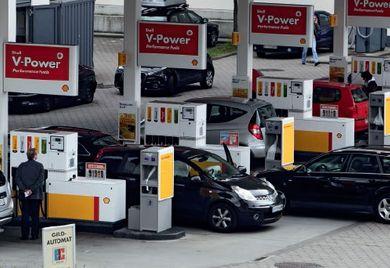 Tankstation: Auch nach der Nutzung der firmeneigenen Tankkarte muss bei der Abrechnung im Unternehmen auf den Datenschutz geachtet werden.
