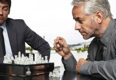 Einkäufer und Lieferant taktieren miteinander - beide Seiten sollten gewappnet sein.