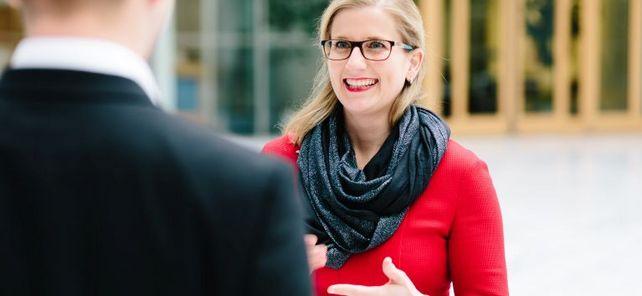"""Als Bundesvorsitzende möchte Kristine Lütke die Wirtschaftsjunioren stärker am politischen Dialog beteiligen. """"Wir sollten eine Stimme sein, die man nicht nur hört, sondern aktiv einfordert"""", fordert die 35-Jährige auf ihrer Website."""