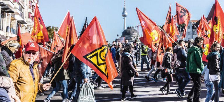 Wo die roten Fahnen wehen: Im Arbeitskampf schicken die Gewerkschaften ihre Mitglieder gerne mal auf die Straße.