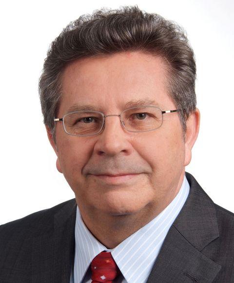 Dr. Waldemar Pelz ist Professor für Internationales Management und Marketing an der Technischen Hochschule Mittelhessen.