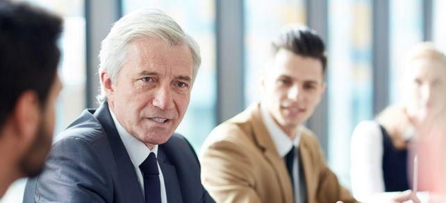 Männlich, gut gebildet und erfahren: Gute Voraussetzungen für ein hohes Geschäftsführergehalt.