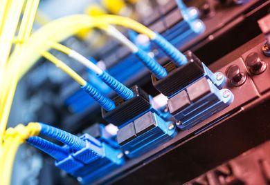 Mittelständler sollten sich gegen Hacker-Angriffe besser schützen: Jedes zehnte mittelständische Unternehmen ist 2014 mindestens einmal Opfer einer Attacke aus dem Internet geworden.