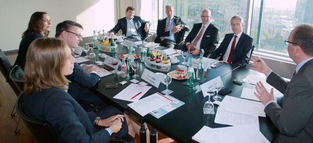 """""""Aufschwung ohne Ende?! – Wie können Firmen die Unternehmensfinanzierung auch für schlechte Zeiten sichern"""" lautete das Thema der """"Allianz für den Mittelstand – Die Finanzierungsinitiative"""" am 5. Oktober in Frankfurt. Quelle aller Fotos: An"""