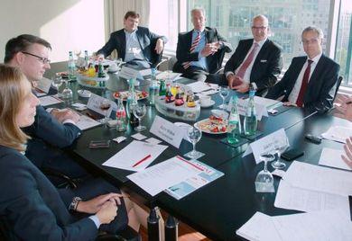 """""""Aufschwung ohne Ende?! – Wie können Firmen die Unternehmensfinanzierung auch für schlechte Zeiten sichern"""" lautete das Thema der """"Allianz für den Mittelstand – Die Finanzierungsinitiative"""" am 5. Oktober in Frankfurt am Main."""