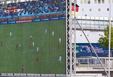 """Public Viewing auf dem Firmengelände, Tippspiele oder in """"Schwarz-Rot-Gold"""" gekleidete Mitarbeiter werden auch dieses Jahr während der Fußball-EM bei Mittelständlern erwartet. Doch wo hört der Spaß arbeitsrechtlich auf?"""
