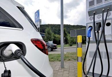 Die Zukunft der Mobilität ist nach Ansicht Vieler vor allem elektrisch. Das ist zu einseitig, kritisiert die Gas-Lobby.