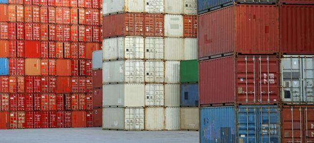 Beliebt in der Welt: Container warten an Deutschlands größtem Hafen in Hamburg auf ihr Schiff.