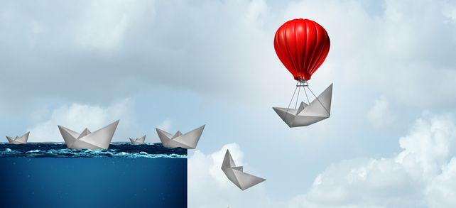 Unternehmensstrategie anpassen: Wer jetzt richtig reagiert, verhindert in der Corona-Krise den Absturz in die Insolvenz.