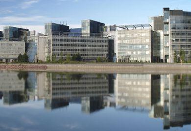 Nokia Konzernzentrale: 32.000 Nokia Mitarbeiter wechseln zu Microsoft.