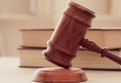 Recht und Ordnung: Compliance-Systeme sollen dafür sorgen, dass sich alle Mitarbeiter an das Gesetz halten.