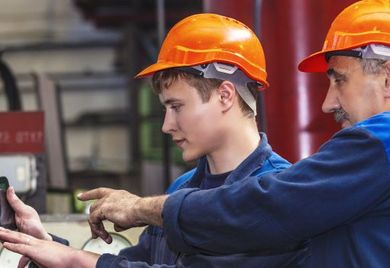 Die Montage in der industriellen Fertigung ist ein komplexes Unterfangen, eine gelungene Übergabe aller Details erfordert viel Organisation und Zeit, die sollten Mittelständler bei der Unternehmensnachfolge einplanen.