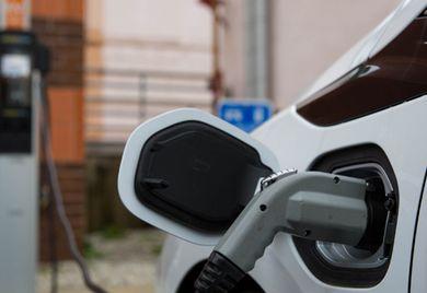 Zukunftsmusik: Noch sind wenige Firmenfahrzeuge elektrisch angetrieben. Das könnte sich aber bald ändern.