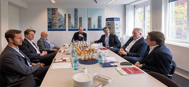 """Im kommunikativen U wie Unternehmensnachfolge: Die """"Allianz für den Mittelstand"""" diskutierte zum Thema M&A."""