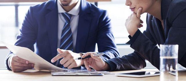 One-to-one-Beratung vor Ort: German-Desk-Mitarbeiter sitzen in Jakarta, Nairobi, Lagos, Lima und Dhaka.