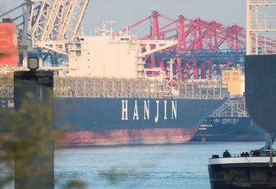 Hat schon bessere Zeiten erlebt: Unbeladenes Hanjin-Containerschiff im Hamburger Hafen.