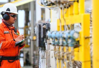 Drosselt die Opec die Ölmenge, steigt der Preis.