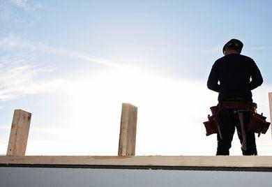 Geeinigt: Knapp 700.000 Beschäftigte im Bauhauptgewerbe bekommen seit 1. Mai mehr Lohn.