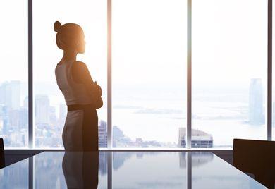Oben wird's einsam: Auch im Mittelstand steigt der Anteil weiblicher Führungskräfte nur langsam.