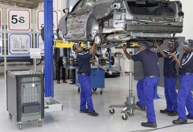 Hochgewuchtet: Seit Mai läuft die Fahrzeugmontage bei VW in Kigali. Geschäftsmöglichkeiten für deutsche Automobilzulieferer in Ruanda entstehen in diesem Rahmen aber zunächst nicht.