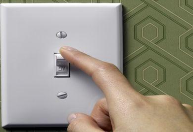 Abends sollten Unternehmer darauf achten, dass im Betrieb alle Lichter ausgeschaltet sind.