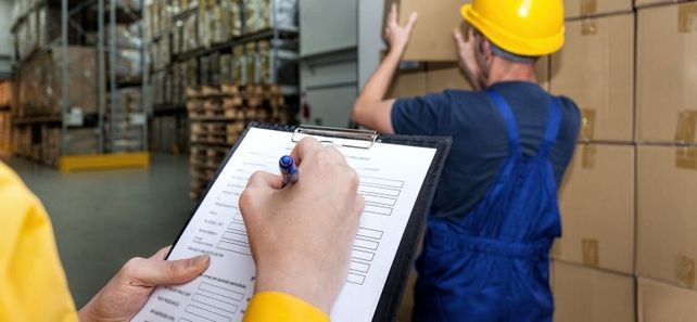 Das Ausfüllen von Exportpapieren und –anträgen ist so aufwendig geworden, dass selbst Mittelständler einen eigenen hauptamtlichen Zollbeauftragten im Unternehmen brauchen.