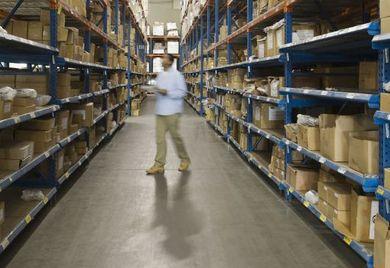Fachkräftemangel: In der Logistik und Lagerlogistik werden Mitarbeiter händeringend gesucht. Das könnte mittelfristig zu steigenden Löhnen führen.