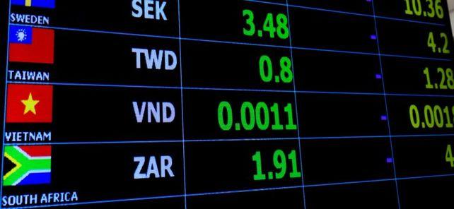 Vor allem bei Exporten in Schwellenländer müssen Mittelständler Wechselkursschwankungen berücksichtigen und sich gegen Risiken absichern.
