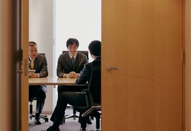 Ein Arbeitgeber darf grundsätzlich auch einem Mitarbeiter kündigen, den er kurz zuvor hochgelobt und zum Verbleib im Unternehmen überredet hat.