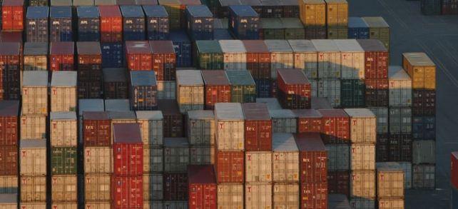 Lieferketten, die sich über den ganzen Globus erstrecken, stellen größere Anforderungen an das Supply Chain Management im Unternehmen.  Bildquelle: Ingram Publishing/Thinkstock/Getty Images