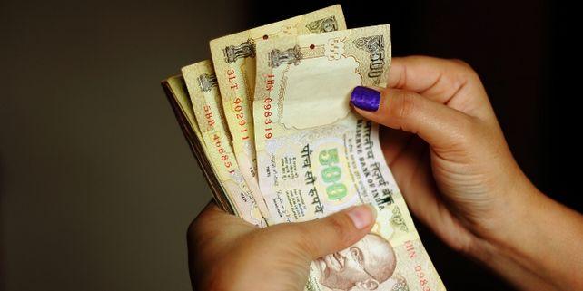 Lebenswichtig: Für viele Inder ist Bargeld das einzige Zahlungsmittel.