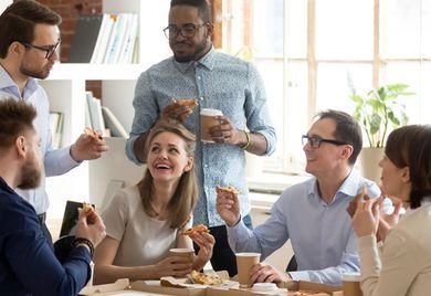 Pizza für die Mitarbeiter: Dafür hat in bestimmten Fällen auch das Finanzamt Verständnis.