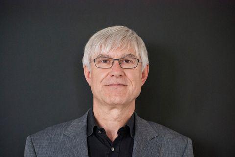 Ulrich Kern ist ehemaliger mittelständischer Unternehmer und doziert an der Fachhochschule Südwestfalen in Design und Projektmanagement