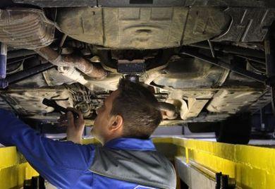 Werkstattservice: Fuhrparkverwalter müssen wissen, wann ihre Fahrzeuge einen Service benötigen. Software unterstützt dabei.