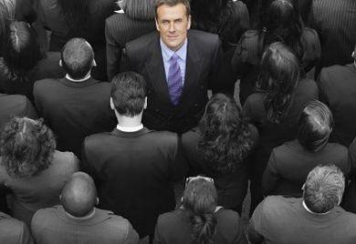 Es ist nicht einer von vielen in der Masse, sondern die Masse selbst, aus der Unternehmer Fachkräfte rekrutieren könnten – sie müssten es nur richtig anstellen. Von Fachkräftemangel kann bei dieser Masse nicht die Rede sein.
