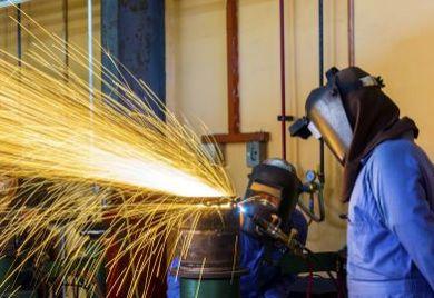 Vorsicht ist geboten für Auftraggeber, denn die Regelungen des Mindestlohngesetzes beziehen sich nicht nur auf den Lohn, sondern auch auf Haftungsfragen.