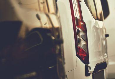 Volle Parkplätze: Während der Corona-Krise werden viele geleaste Geschäftswagen nicht genutzt – belasten aber dennoch die Liquidität des Unternehmens.