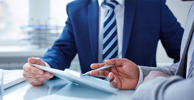 Gut aufpassen: Schon Fahrlässigkeit kann dazu führen, dass ein GmbH-Geschäftsführer mit seinem Privatvermögen haftet.