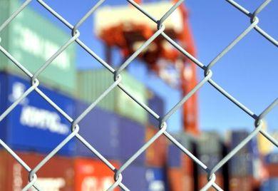 Die neu geregelte Langzeit-Lieferantenerklärung empfinden viele Unternehmer als Hürde im Export.