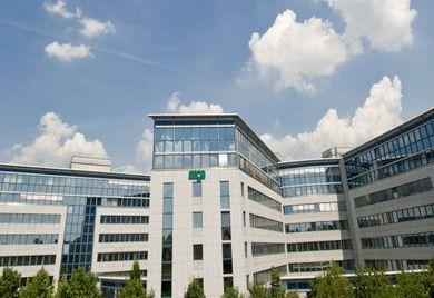 Sage Software: Blauer Himmel über dem Frankfurter-Firmensitz. Auch das zurückliegende Geschäftsjahr gibt Anlass zu Optimismus