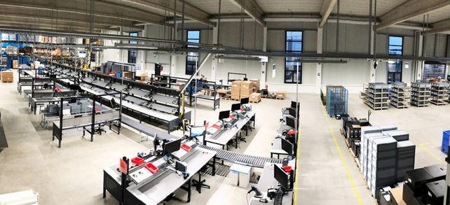 Alles unter einem Dach: Die neue Produktions- und Lagerhalle von bb-net media.