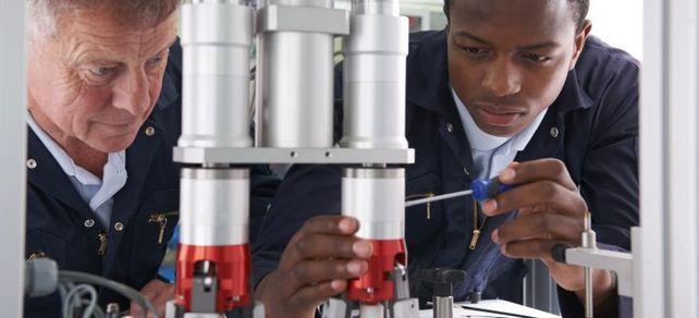 In Subsahara-Afrika gibt es viel Bedarf für deutsche Maschinen. Doch angesichts einer steigenden Schuldenquote sind die Märkte für Mittelständler riskant.