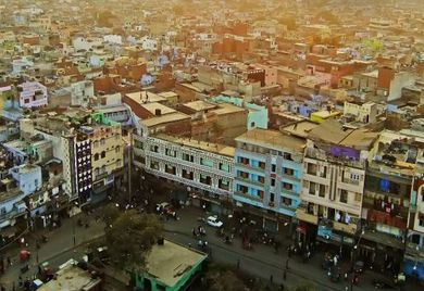 In New Delhi schreitet die Urbanisierung besonders schnell voran. Um die städtische Infrastruktur für die Bevölkerungszuzug auszurichten, braucht es weltweit das Know-how und die Technologie des deutschen Mittelstands.