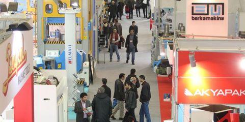 """Lokale Zielgruppen im Blick: Für seine Stände auf Auslandsmessen – beispielsweise auf der """"Win Eurasia"""" in Istanbul – lässt REO wichtiges Informationsmaterial extra übersetzen."""