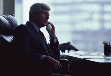 Vorsicht vor rechtswidrigen Aufforderungen: Wenn die Ausführung einer Gesellschafter-Weisung dazu führt, dass sich der Geschäftsführers strafbar macht, muss die Ausführung verweigert werden.