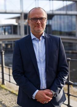 Niels Andersen führt die Geschäfte der auf Unternehmensfinanzierungen und Insolvenzrecht spezialisierten Kanzlei APS Financial Law.