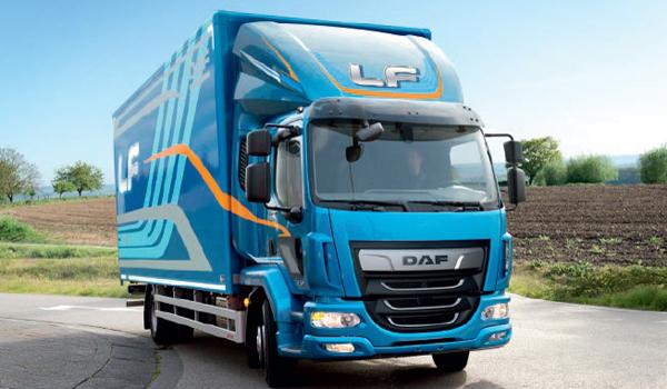 DAF LF: Bei dem Schwergewicht in der 12-Tonnen-Klasse kommen kräftige Dieselmotoren von 152 bis 325 PS zum Einsatz. Der holländische Hersteller liefert das Fahrgestell, den Aufbau kann der Kunde nach seinen individuellen Wünschen gestalten.